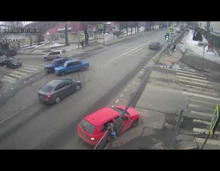 Embedded thumbnail for Два ВАЗа столкнулись на перекрестке в Клину