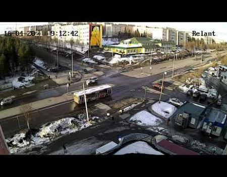 Embedded thumbnail for ДТП в Апатитах на улице Сидоренко